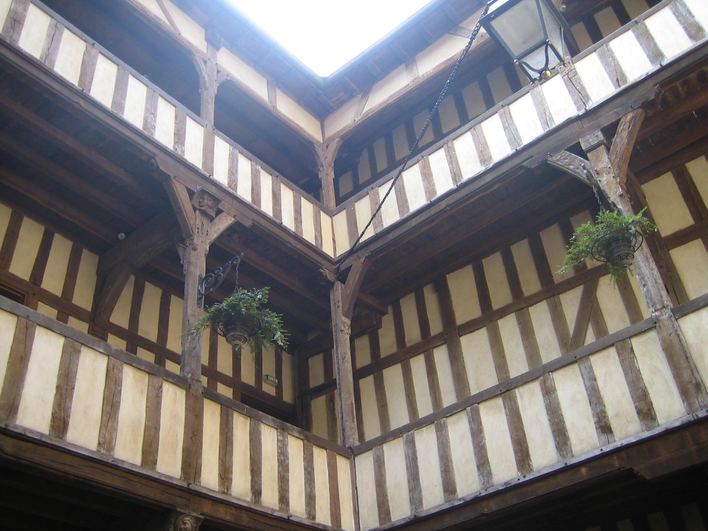 Galeries couvertes de l'hôtel du Lion noir Troyes